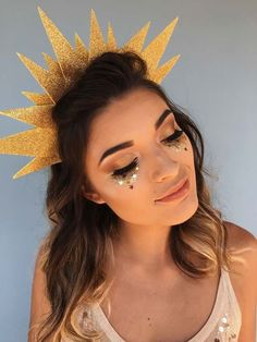 123 best ideas for makeup glitter halloween beauty – page 17 Sun And Moon Costume, Costume Carnaval, Make Carnaval, Star Costume, Toga Party Costume, Halloween Kleidung, Festival Makeup, Halloween Disfraces, Diy Halloween Costumes
