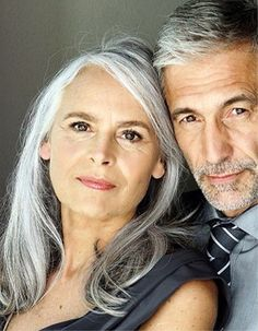 beautiful women with grey hair Going Gray Gracefully, Aging Gracefully, Pelo Color Plata, Corte Y Color, Grey Hair, White Hair, Lilac Hair, Pastel Hair, Blue Hair