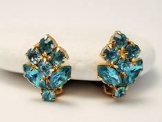 Vintage blue rhinestone earrings. Clip on by chicvintageboutique