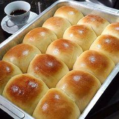 "Comente ""SIM"" para continuar recebendo nossas receitas e nos segue por favor …. Bread Recipes, Cake Recipes, Cooking Recipes, Instant Yeast, Bread Rolls, Dough Recipe, Sweet Bread, Baking Ingredients, Tray Bakes"