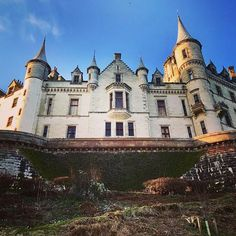 Dunrobin Castle is the largest castle in the northern Highlands boasting 189 rooms with spectacular views overlooking the North Sea. The earliest parts of the castle date back to the 1300s. Ever since then the castle has been home to Clan Sutherland a WW1 Naval hospital and later a boarding school. Very different to my primary school pretty sure I learned maths in a portacabin #newmacharprimary Now its a breathtaking example of everything a castle should be hidden away in the glorious Highla