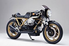 Black-and-gold JPS Lotuses were a dominant force on the tracks of the Axel Budde, founder of Hamburg-based motorcycle customiser Kaffeemaschine, has applied this iconic colour scheme to his latest Moto Guzzi café racer creation… Moto Guzzi V50, Moto Guzzi Motorcycles, Custom Motorcycles, Custom Bikes, Scrambler, Ducati Cafe Racer, Ducati Pantah, R65, Motorcycle Design