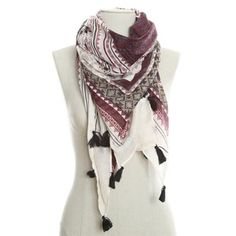 Pimkie.fr : On aime le look bohème du foulard imprimé.