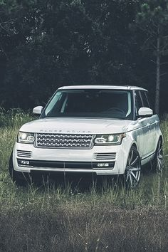 The Range Rover's bright and illuminating head lights allow for clear vision during night drives and long distance road trips.