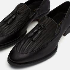 CHINELA TERCIOPELO DETALLE BORLAS-Ver todo-Zapatos-HOMBRE | ZARA República Dominicana