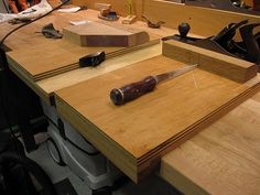Shooting board and bench hook. Detailed summary.