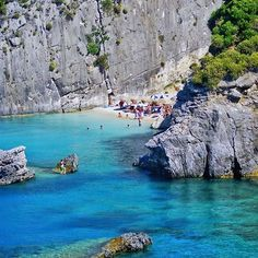 Xigia in zante Beautiful Islands, Beautiful Beaches, Places To Travel, Places To Visit, Zakynthos Greece, Ocean Pictures, Greece Travel, Greek Islands, Beach Photos