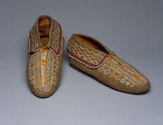 Iroquois (Native American). Pair of Moccasins, early 20th century. Hide, quills, 3 1/4 x 10 x 4 in. (8.3 x 25.4 x 10.2 cm). Brooklyn Museum, Anonymous gift in memory of Dr. Harlow Brooks, 43.201.64a-b. Creative Commons-BY (Photo: Brooklyn Museum, 43.201.64a-b_SL3.jpg)