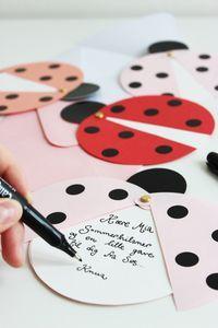 DIY ladybug party invites (via Marie Marie Morolle). - Miriam Make Up-Hair - DIY ladybug party invites (via Marie Marie Morolle). DIY ladybug party invites (via Marie Marie Morolle). Kids Crafts, Diy And Crafts, Craft Projects, Diy Paper, Paper Crafting, San Valentin Ideas, Tarjetas Diy, Diy Cards, Homemade Cards