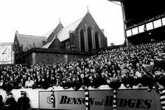 The lower Gwladys & church. Everton, Liverpool, History, Domingo, Historia