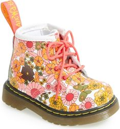 Free shipping and returns on Dr. Martens Brooklee Vintage Daisy Print Boot (Baby & Walker) at Nordstrom.com. A kid-friendly version of a favorite Dr. Martens boot sports a convenient side zipper for quick and easy on/off.