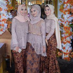 Model Kebaya Modern Brokat Rok Batik Solo Coklat