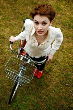 I love this outfit for a bike ride in the fall. It's super elegant but very practical
