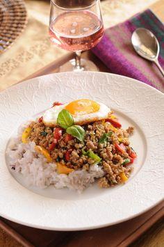 ガパオライス by 依田 瑠美 「写真がきれい」×「つくりやすい」×「美味しい」お料理と出会えるレシピサイト「Nadia   ナディア」プロの料理を無料で検索。実用的な節約簡単レシピからおもてなしレシピまで。有名レシピブロガーの料理動画も満載!お気に入りのレシピが保存できるSNS。