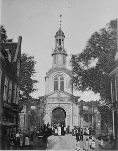 Hogewoerdsbinnenpoort. Deze stadspoort bevond zich ten westen van de Hogewoerdsbuitenpoort.  In 1876 werd de poort afgebroken.  Zie ook[bewerken] Good Old Times, Leiden, Old Pictures, Netherlands, Holland, Amsterdam, Dutch, Beautiful Places, Capri