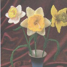 Как делается нарцисс из бисера – мастер класс » Бисер.ру    ¡ hoy es el día del Narciso, que se enamoró de su imagen ¡