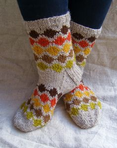 Crochet Socks, Knitting Socks, Knit Crochet, Knitting Charts, Knitting Patterns, Wool Socks, Colorful Socks, Fair Isle Knitting, Designer Socks