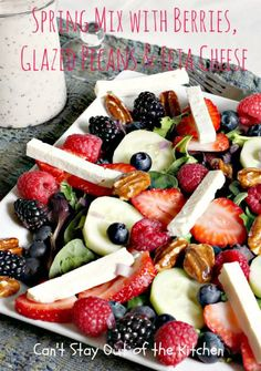 Spring Mix with Berries, Glazed Pecans and Feta Cheese Healthy Cooking, Healthy Snacks, Healthy Eating, Healthy Recipes, Fruit Recipes, Salad Recipes, Glazed Pecans, Savarin, Soup And Salad
