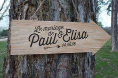un joli panneau en bois personnalisé pour accueillir vos invités... 8 modèles graphiques à choisir. merci de me transmettre les informations de personnalisation (texte) lors de la commande.
