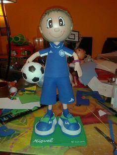 Miguel futbolista en goma eva