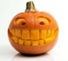 Carving cute funny face with big teeth halloween - Food Carving Ideas Funny Pumpkin Faces, Awesome Pumpkin Carvings, Pumkin Carving, Funny Pumpkins, Scary Pumpkin, Pumpkin Art, Happy Pumpkin, Food Carving, Pumpkin Ideas