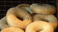 The bagel has long been a great companion to Philly. What do you know about its origins? Sesame Bagel, Cream Cheese Spreads, Easy Meal Prep, Bagels, Cooking Tips, Meals, Origins, Breakfast Ideas, Sweet