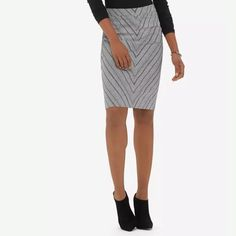 "NWT The Limited High Waist Pencil Skirt Sz 4 Sooooo cute in person! Printed stretch suiting Invisible side zipper with hook and eye closure Fully lined High Waisted. Length: Regular=24"" 97% Cotton/3% Spandex; Lining: 100% Polyester Machine wash. Tumble dry. Imported The Limited Skirts Pencil"