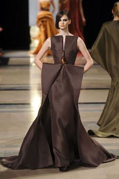 See all the Collection photos from Stephane Rolland Spring/Summer 2011 Couture now on British Vogue Haute Couture Paris, Haute Couture Style, Couture Mode, Couture Fashion, Couture Week, Fashion Week, Paris Fashion, Runway Fashion, Fashion Show