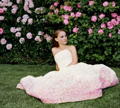 La vie en rose - Discover the first images of the new film directed by Sofia Coppola and starring Natalie Portman.