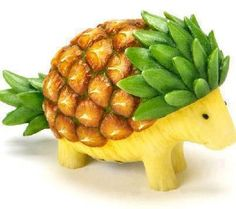 Pineapple Hedgehog Fruit Art and This Fruit Carving Will Amaze You L'art Du Fruit, Deco Fruit, Fruit Art, Fresh Fruit, Fruit Salad, Fruit Snacks, Veggie Art, Fruit And Vegetable Carving, Veggie Food