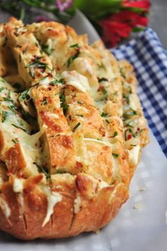 Bake your own bread – Zupfbrot Recipes for beginners - food Christmas Appetizers, Appetizers For Party, Appetizer Recipes, Christmas Parties, Sépareur Le Pain, Herb Bread, Garlic Bread, Gula, Pull Apart Bread