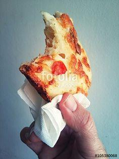 Pausa pranzo con pizza da asporto