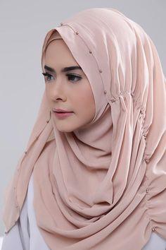 Mocca Turban Hijab, Hijab Fashionista, Abaya Designs, Hijab Chic, Beau Hijab, Habits Musulmans, How To Wear Hijab, Hijabi Girl, Scarf Styles