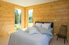 Honka Lumi - Makuuhuone Log Home Interiors, Bedroom Pictures, Log Homes, Scandinavian Style, Finland, Cabin, Decoration, Modern, Holiday