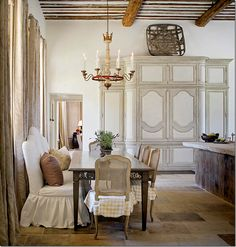 What a kitchen eating area!