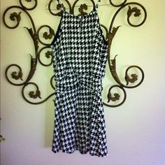 HOUNDSTOOTH PRINT DRESS This is adorable in a Houndstooth Print...Soft flowy material. No size tag but I'm a 6-8 and fits me, would fit up to size 8-10. Has keyhole opening in the front and a adjustable tie on the back and drapes pretty at the waistline. Very comfy. Dresses
