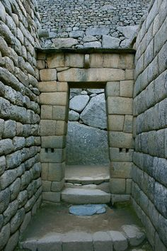 A doorway in Macchu Picchu. Mayan Ruins, Ancient Ruins, Inca Empire, Inka, Cusco Peru, Ushuaia, Peru Travel, Archaeological Site, Ancient Architecture