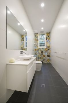 1000 ideas about long narrow bathroom on pinterest for Narrow ensuite ideas