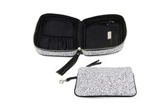 Etoile Avion Cosmetic Case http://www.hudsonandbleecker.com/collections/cosmetic-cases/products/cosmetic-bags-etoile