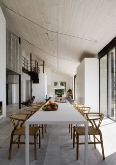 We love this rustic dining space in the Extremadura off the grid house by Abaton Architects. Get the look in your own home with the CH24 Wishbone Chairs http://www.nest.co.uk/search/carl-hansen-ch24-wishbone-chair Image via Trendland.