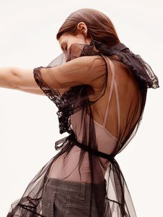 La leçon de sensualité de Bianca Balti, mannequin et égérie L'Oréal Paris