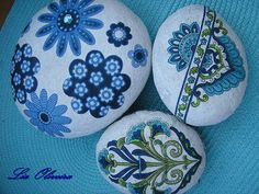#painted rocks, pedrinhas ... pebbles by Lia Oliveira ( doce abóbrinha ), via Flickr