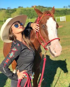 Style Cowgirl, Foto Cowgirl, Cute Cowgirl Outfits, Country Girls Outfits, Western Outfits, Cowgirl Tuff, Looks Country, Cute N Country, Country Chic
