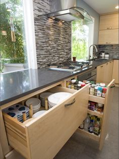 houseandhomepics: Kitchen by Pacific Northwest Cabinetry http://www.houzz.com/photos/64320/Portland-Oregon-European-Contemporary-Kitchen-Remodel-contemporary-kitchen-portland