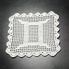 Șervețel Decorativ din Dantelă – LEU · HAV-A. Leo Zodiac, Doilies, Gemini, Crochet Hats, Twins, Knitting Hats, Leo Sign, Twin, Gemini Zodiac