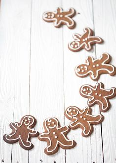 gingerbread men by sara Christmas Mood, Noel Christmas, Little Christmas, Christmas Baking, All Things Christmas, Christmas Cookies, Xmas, Scandi Christmas, Holiday Baking