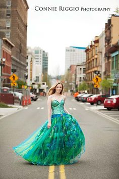 Prom dress senior picture ideas for girls. Unique Senior Pictures, Girl Senior Pictures, Prom Pictures, Girl Photos, Senior Photos, Maternity Pictures, Gorgeous Prom Dresses, Prom Girl Dresses, Pretty Dresses
