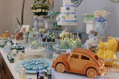 Venha se inspirar nesta linda Decoração para Chá de Bebê!!O tema escolhido foi Brinquedos Antigos.Imagens fazer local Priscilla PandolfoLindas ideias e muita isnpiração.Bjs, Fabíola Teles.Ma...