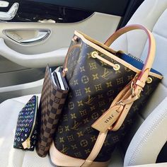 [Louis Vuitton Collection 40] On her way to Ban Island Owner - Jonathan R. Blume (group member) ------------------------------ Follow us to get your daily dose of Louis Vuitton!