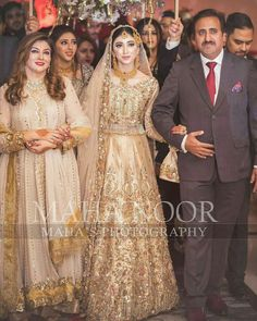 Beautiful Pakistani Dresses, Pakistani Formal Dresses, Pakistani Wedding Outfits, Pakistani Wedding Dresses, Wedding Dresses For Girls, Bridal Outfits, Sikh Wedding, Wedding Pins, Nikkah Dress